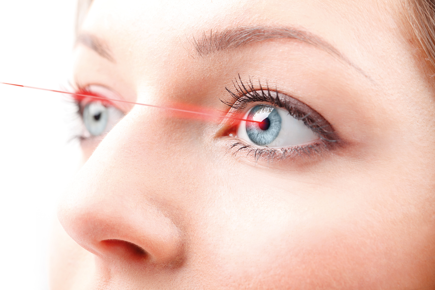 Application-Laser-eye-treatment-iStock